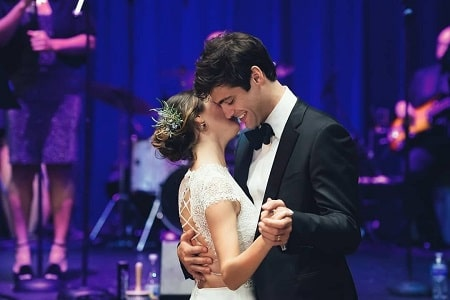 A picture of Esther Kim and Matthew Daddario at their wedding.