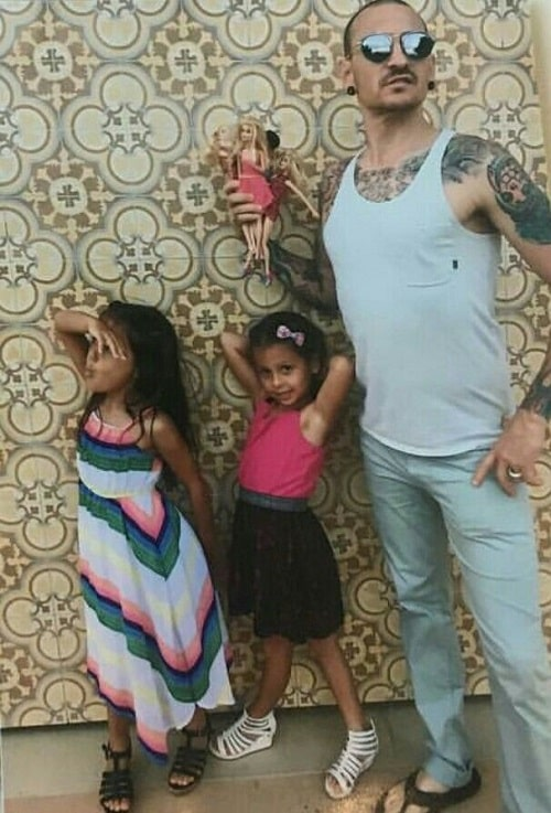 A picture of Late Chester Bennington with his twin daughters.