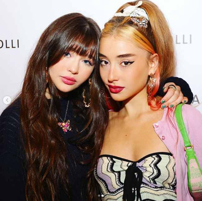 A picture of Malina and Ayla Weissman together.