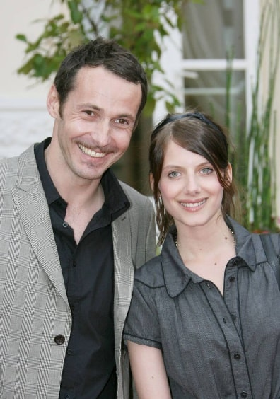 A picture of Melanie Laurent and Julien Boisselier smiling together.