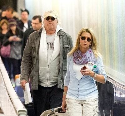 A picture of Emily's parents; Chevy Chase and Jayni Chase.