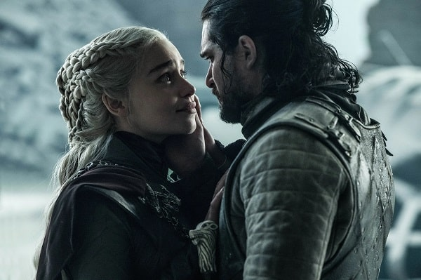 A picture of Emilia Clarke and Kit Harrington in Game of Thrones.