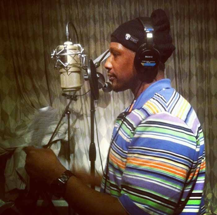 A picture of Keith Murray recording.