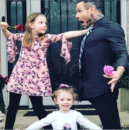 A picture of Jeff Hardy with his daughters.