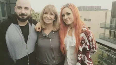A picture of Gondzo de Mondo with his mother and sister Becky Lynch.