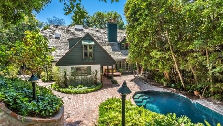 House of Loretta Swit worth $4.895 with swimming pool outside.