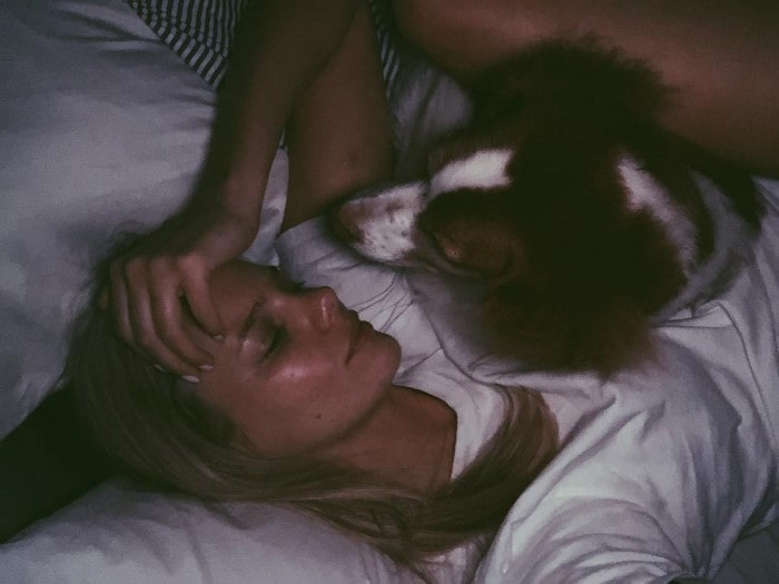 Marloes horst loving her dog Brittany Spaniel