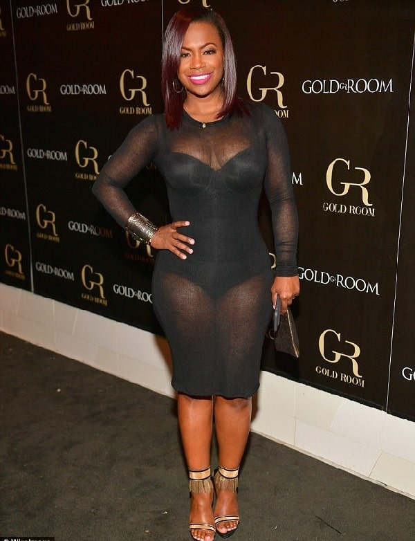 A picture of Kandi Burruss attending a show.