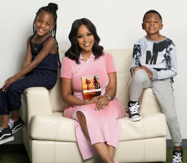 A picture of Monyetta Shaw with her kids.