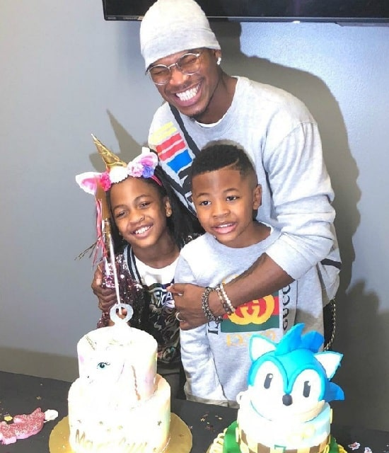A picture of Ne-Yo with his kids on their joint birthday celebration.