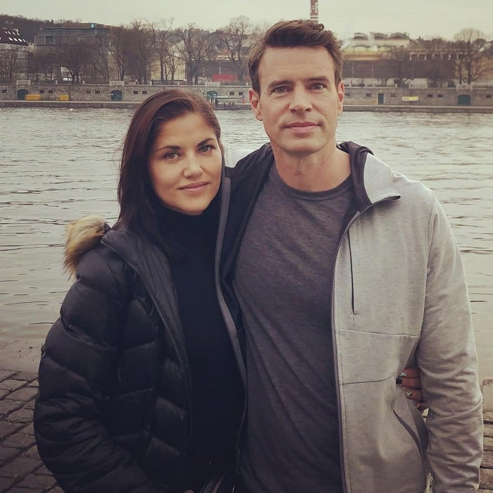 Keller's parents Marika and Scott Foley