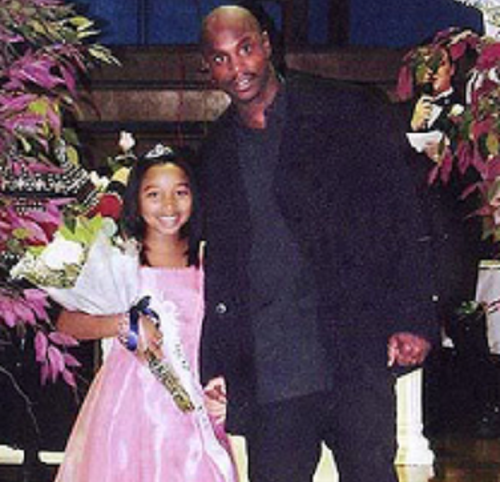 Zonnie Pullins taking a picture with his daughter Zonnique.