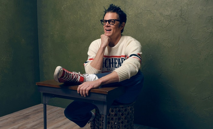 Johnny Knoxville Poses for a picture.
