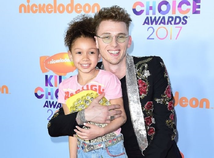 Casie and MGK on Kid's Choice Awards, 2017.