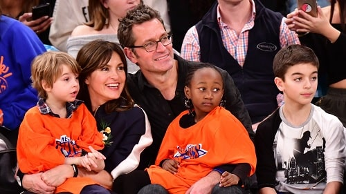 A picture of Mariska Hargitay with her husband  and her kids
