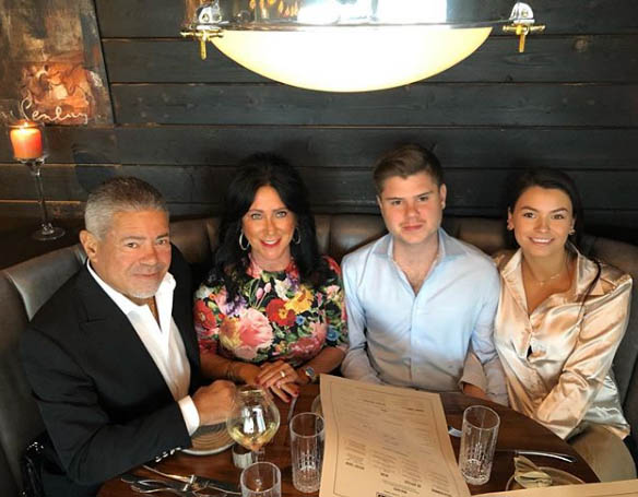 Lee Najjar spending mother day with his family.