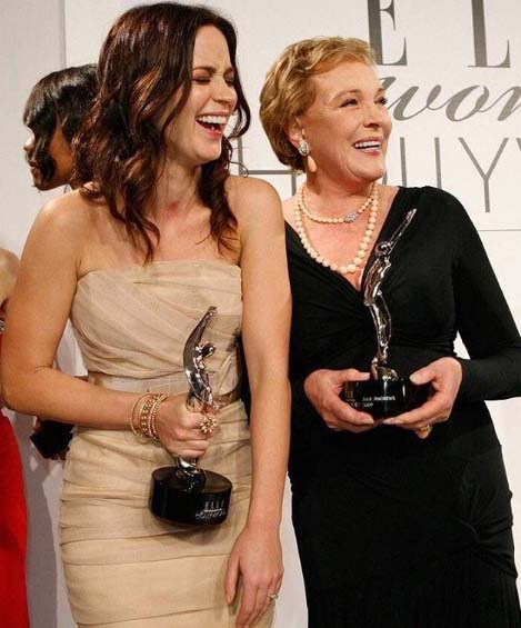 Emily Blunt caught on camera with her million dollar smile and award at 16th Annual ELLE Women.