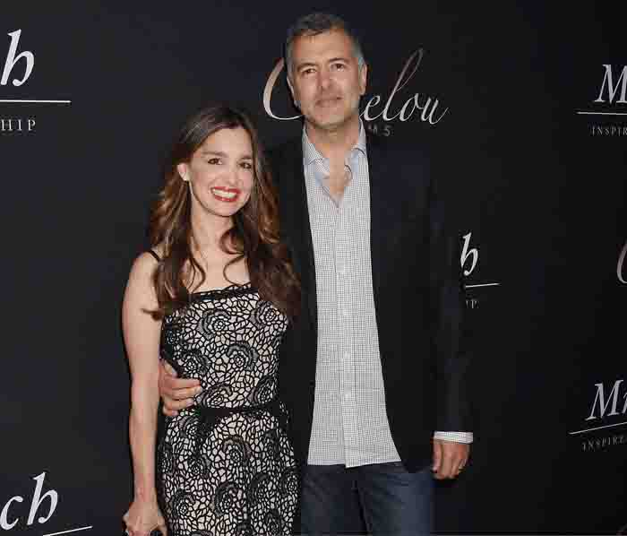 Gina Phillips and her husband Lee Nelson spotted together in movie premiere.
