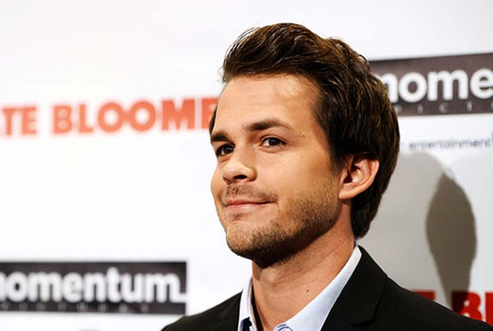 "Facts About Johnny Simmons – ""The Late Bloomer"" Actor"