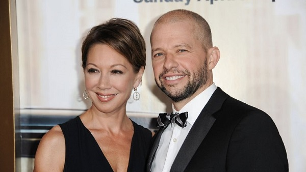 Lisa and Jon Cryer looks happy from their ongoing relationship.