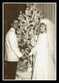 A picture of Virl Osmond and his ex-wfie Christopher Marie Carroll on their wedding.