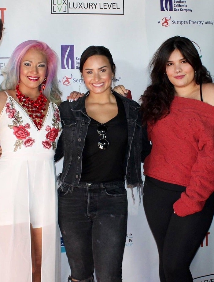 Amber's three gorgeous sisters: Dallas, Demi and Madison.