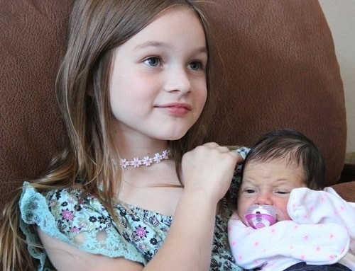 A picture of Wes Van Dyke's daughter Fallon Van Dyke and Kyla Mae.