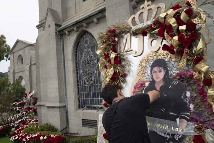 Michael Jackson served by fans in 10th death anniversary.