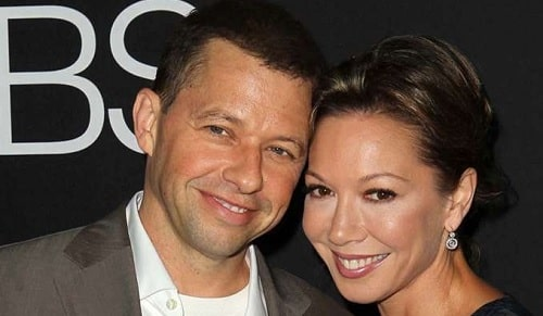 A picture of Jon Cryer with his wife Lisa Joyner.