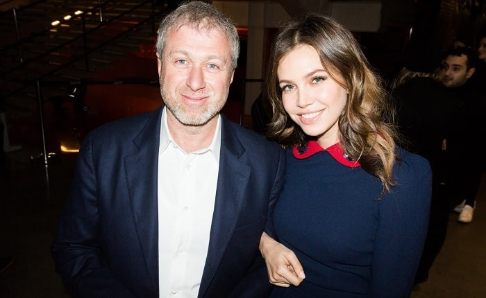 A picture of Leah's parents Roman Abramovich and Dasha Zhukova.