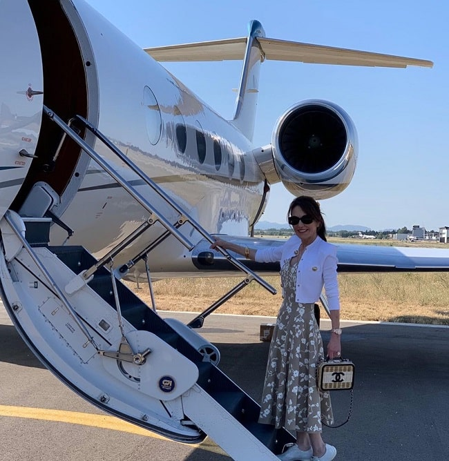 Robin McGraw on her Private Jet.
