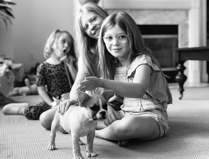 Lindsay with her two cute daughter and her dog.