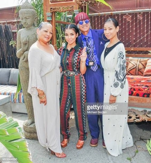 A picture of Miyoko Chilombo with her parents and sister Jhene Aiko.