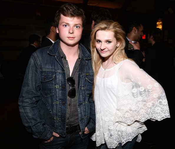 Ryan siblings; Spencer and Abigail Breslin taking picture together.