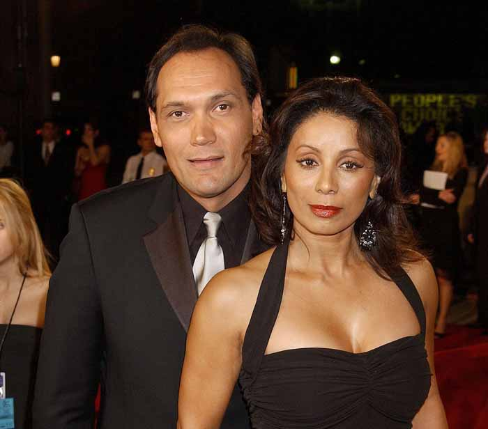 Wanda De Jesus and Jimmy Smits taking picture together.