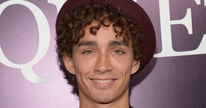"Meet Robert Sheehan - ""Klaus Hargreeves"" From The Umbrella Academy"