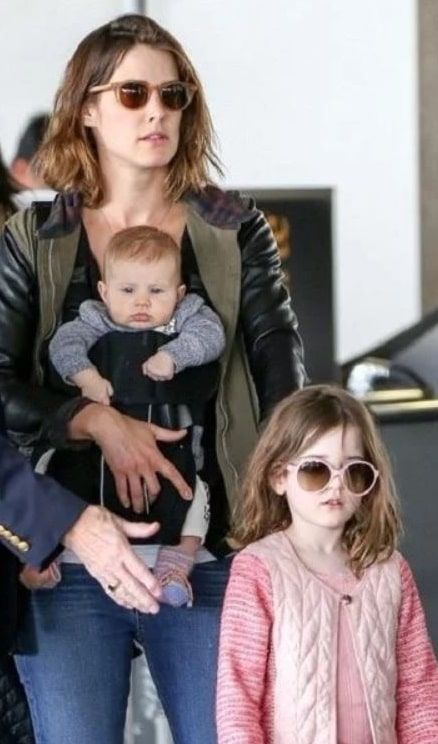 A picture of Cobie Smulders with her daughters.