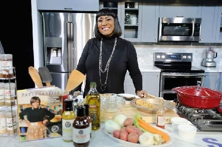 A picture of Patti Labelle making her sweet potato pie.