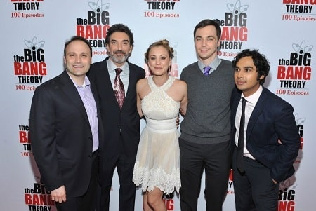 A picture of Chuck Lorre with some of the casts of The Big Bang Theory.