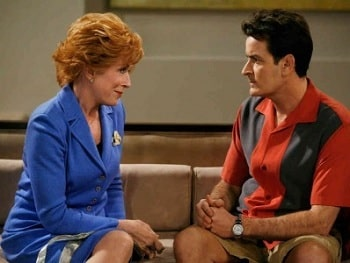 A picture of Holland Taylor (left) and Charlie Sheen (right) in the 'Two and a Half Men'.