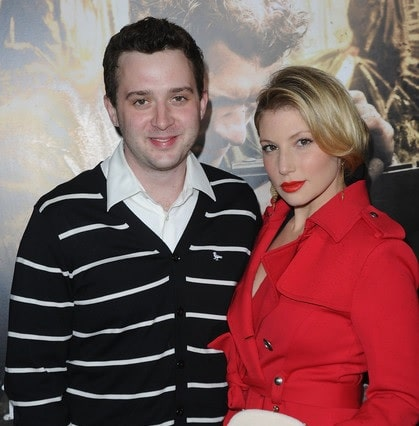 A picture of Eddie Kaye Thomas with his ex-girlfriend Ari Graynor.