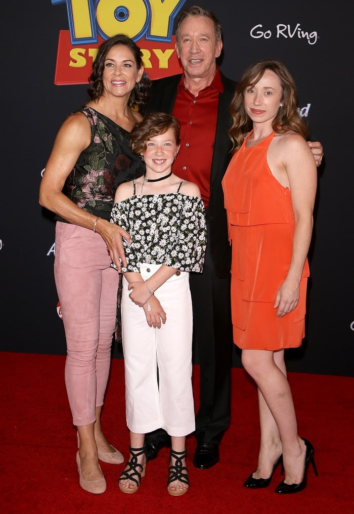 Kady with her father, step mother and half sibling, Elizabeth Allen.