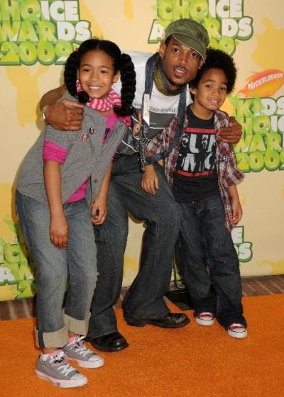A picture of Marlon Wayans with his children.