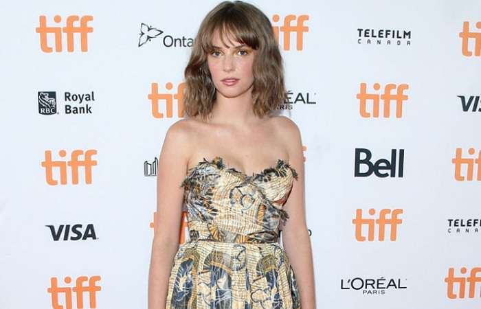 Get To Know Maya Hawke - Uma Thurman And Ethan Hawke's Actress-Model Daughter