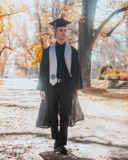 A picture of Somer Hollingsworth in his graduation day.