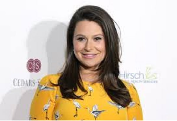 Katie Lowes - American Actress; Actor Adam Shapiro's Wife & Baby Mama