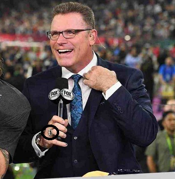 Howie Long flaunting his Diamond wedding ring