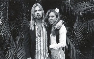 Gregg Allman's All Spouses – Married Seven Wives in His Life